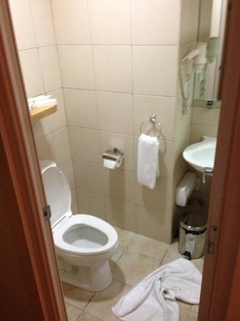 One Pacific Place Serviced Residences: bathroom