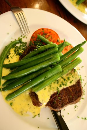 Ironique Cafe and Bar: Prime steak with bearnaise sauce.. yum