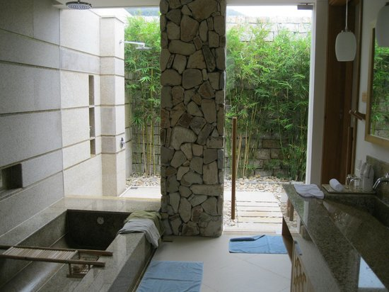 Mia Resort Nha Trang: Badezimmer in Cliff Villen
