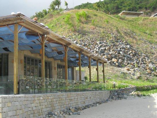 Mia Resort Nha Trang: Restaurant Sicht vom Strand