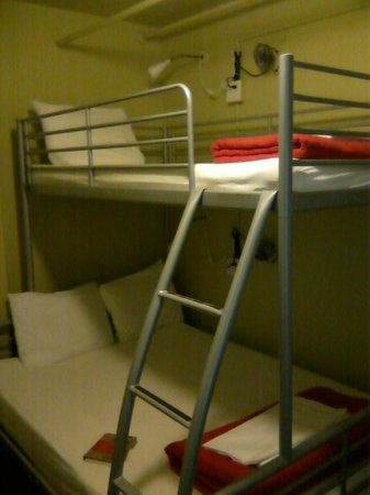 Hostelling International Seattle at American Hotel:                   Bunk Bed