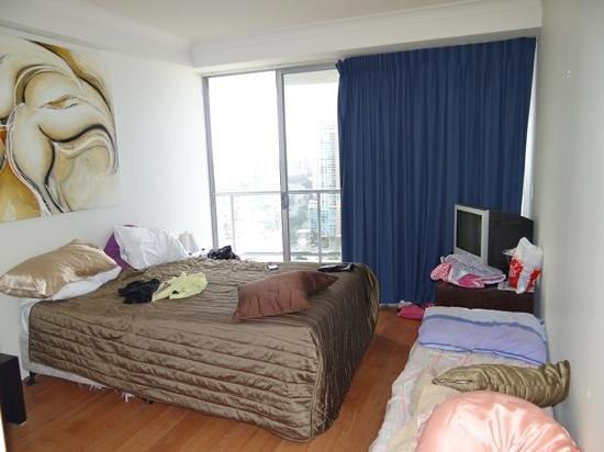 เดอะทาวเวอร์สออฟเชฟรอนเรเนสซองซ์:                   master bedroom