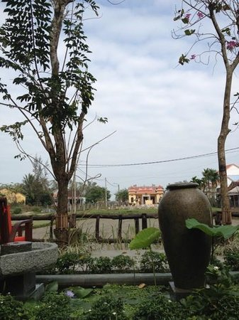 Hoi An Chic Hotel:                   great spot for drinking coffee. the paddy field in the morning is filled with