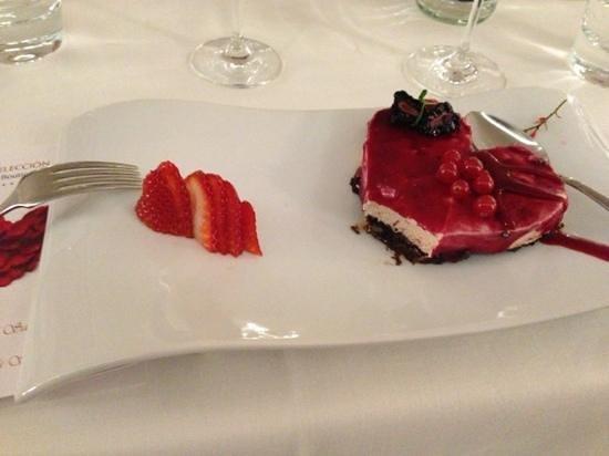 Vincci Seleccion Aleysa Hotel Boutique & Spa :                                     skøn deSert på valentines Day