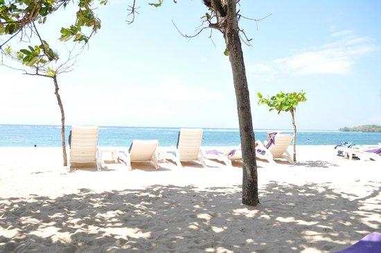 Nusa Dua Beach Hotel & Spa :                   Beach shot