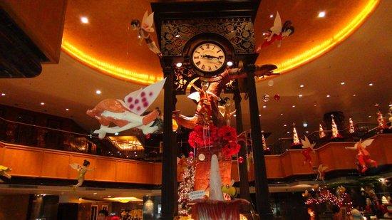Orchard Hotel Singapore:                   ロビーです