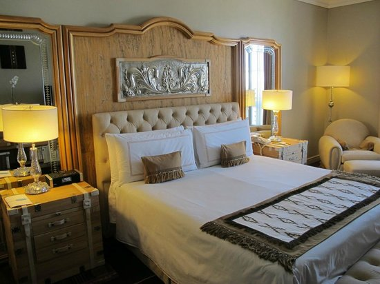 Four Seasons Hotel Buenos Aires:                   Suite bedroom