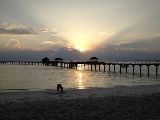 The Sun Siyam Iru Fushi Maldives:                   Sunset view from the Water Edge Bar
