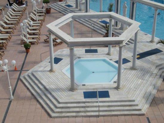 Cleopatra Palace Hotel:                   джакузи с подогревом