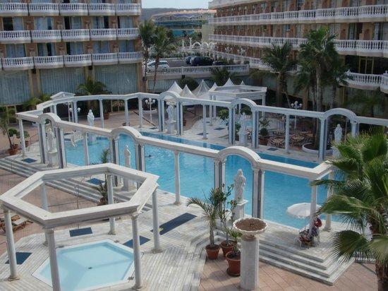 Cleopatra Palace Hotel:                   внутренний дворик отеля