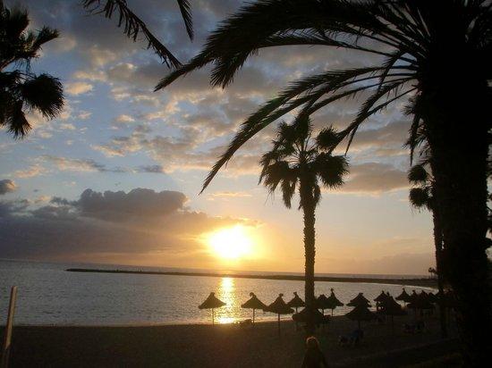 Cleopatra Palace Hotel:                   закат на пляже