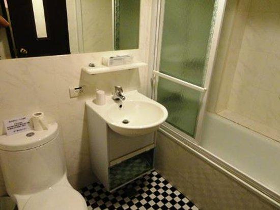 Lio Hotel:                   バスルーム