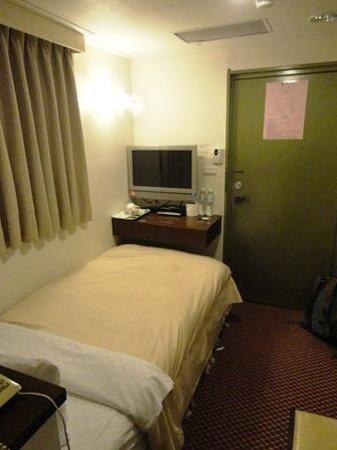 Lio Hotel:                   ベッドを反対側から