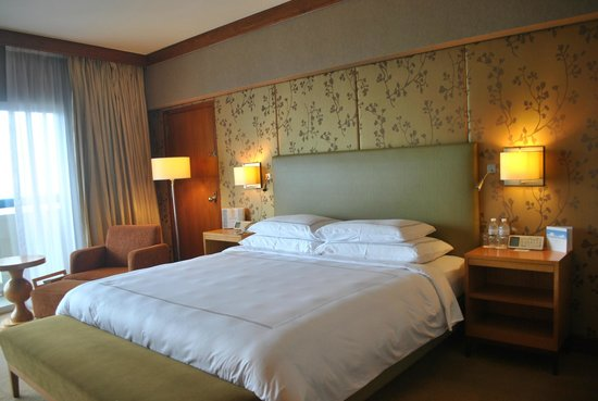 Swissotel The Stamford Singapore: Comfortable big bed