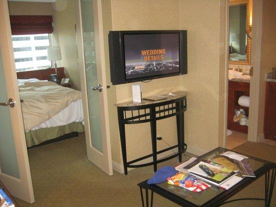 Omni Chicago Hotel:                   Room