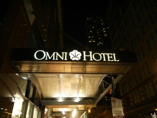 Omni Chicago Hotel:                   Entrance to the hotel