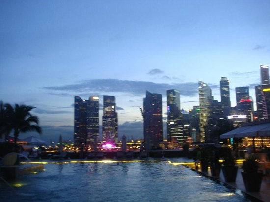 Mandarin Oriental, Singapore: view from the pool area