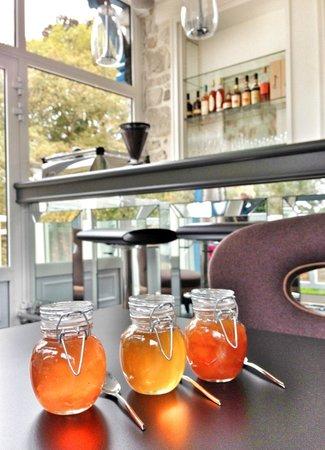 Le Jardin des Plumes: le salon, pour un verre ou le petit déjeuner