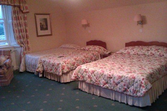 Glengarry Castle Hotel:                   habitacion cuadruple                 