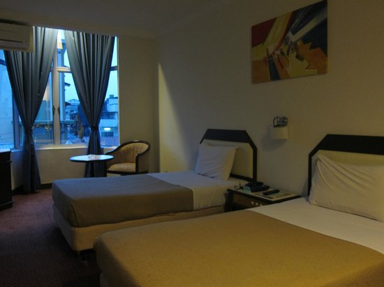 Legend Inn: our room at 1st floor, 2 single beds