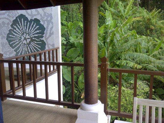 Amari Phuket:                   Lovely open spa massage room