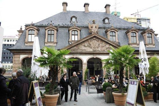 The Hauptwache:                   Hauptwache (Frankfurt), un buen lugar para hacer una parada