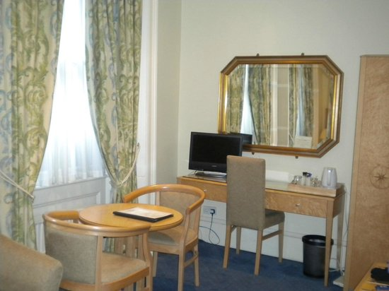 The Windermere Hotel: good sized room