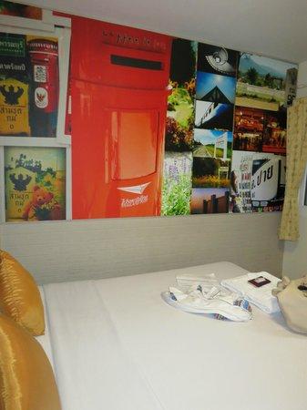ริกก้า อินน์:                   Кровать и стена