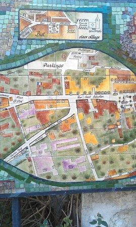 Musee d'Histoire Locale et de Ceramique Biotoise:                   La mappa su ceramica della cittadina di Biot