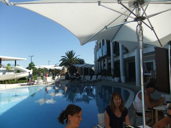 Crown Metropol Perth:                   POOL AREA