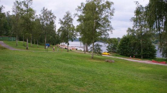 Vimmerby Camping Nossenbaden:                                     View to the beach in Vimmerby Camping area