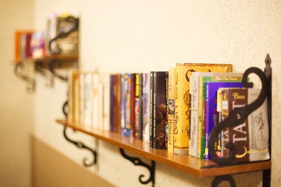 Hotel Regina: Library