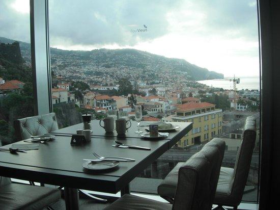 Four Views Baia:                   Vistas do pequeno almoço