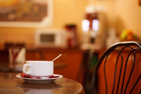 Hotel Eurasia : Free tea and coffee