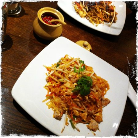 Unithai Oriental Market:                   Best Pad Thai outside Bangkok