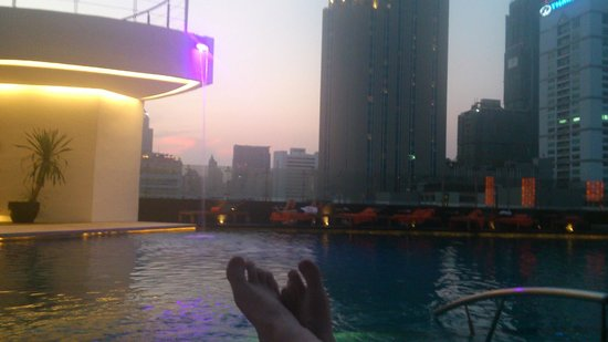 The Westin Grande Sukhumvit: The evening sunset by the pool