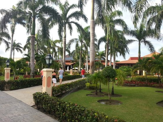 Grand Bahia Principe Punta Cana:                                     вид на лобби
