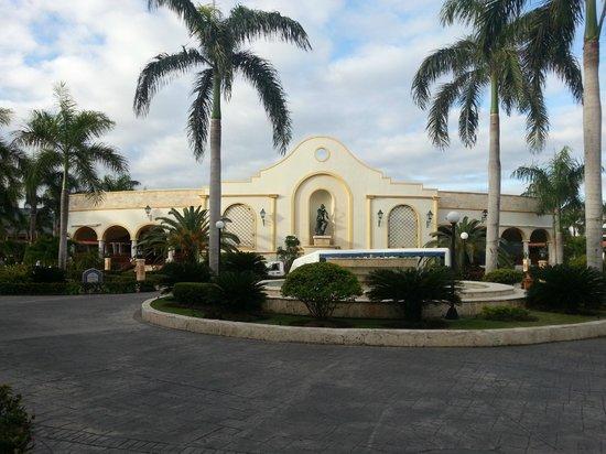 Grand Bahia Principe Punta Cana:                                     концертная площадка