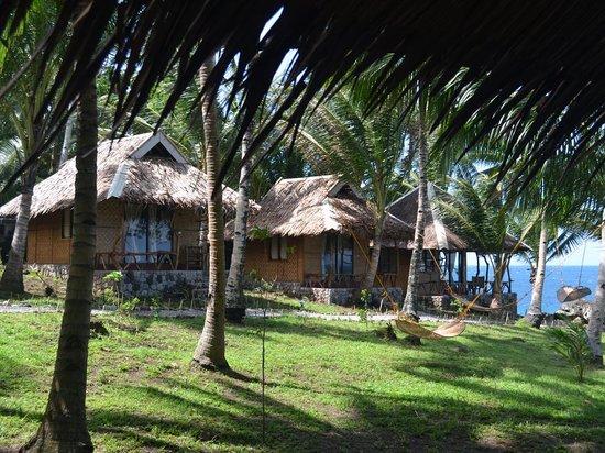 Camiguin Volcan Beach Eco Retreat & Dive Resort: Beach Front Cottage