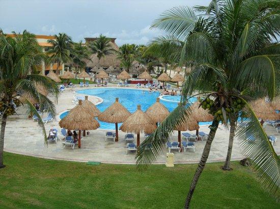 Grand Bahia Principe Tulum:                   Vue de la piscine depuis la chambre