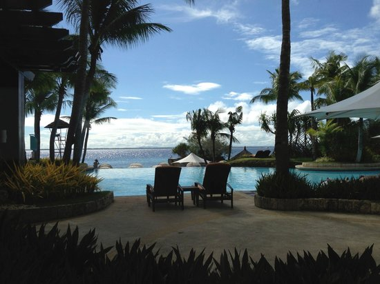 Shangri-La's Mactan Resort & Spa:                   seaside pool