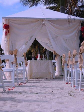 Grand Bahi-a Ocean View Hotel:                   Destination Wedding