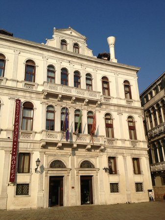 Ruzzini Palace Hotel:                   View from the square