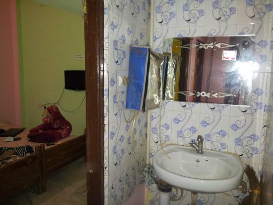 Patra Guest House:                                                                         The common wash basin an