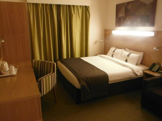 Holiday Inn Express Dubai Airport:                                     Typical room