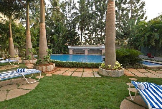 Halcyon Condominiums :                   Swimmingpool