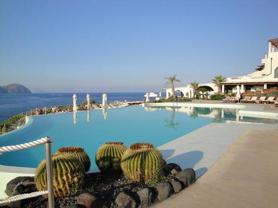 Therasia Resort:                   La piscina dell'hotel