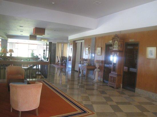 Hotel Tivoli Sintra:                                                                                           холл о