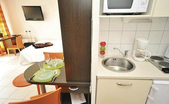 Appart'City Thonon-les-Bains : Park&Suites Confort Thonon Les Bains - Kitchen Corner Double Room