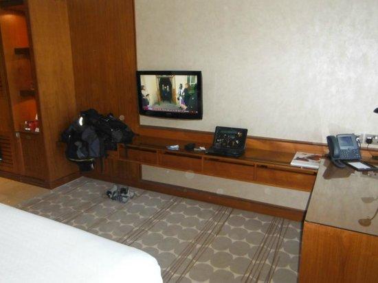 Park Rotana Abu Dhabi:                                     TV